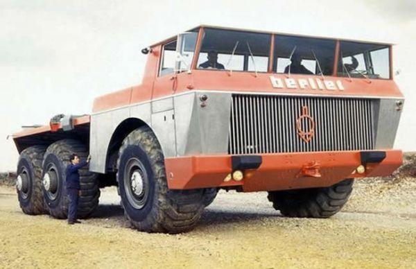 """沙漠巨人""Berliet T100"